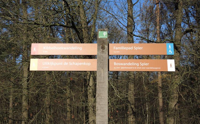voetzoekers-boswandeling-spier-handwijzer-route